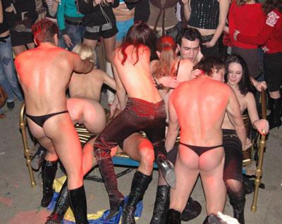 Фото голые девушки в клубе